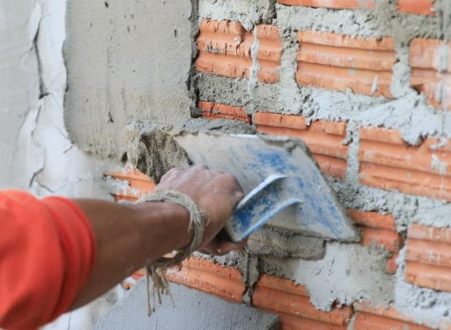 Выравнивание стен штукатурной смесью