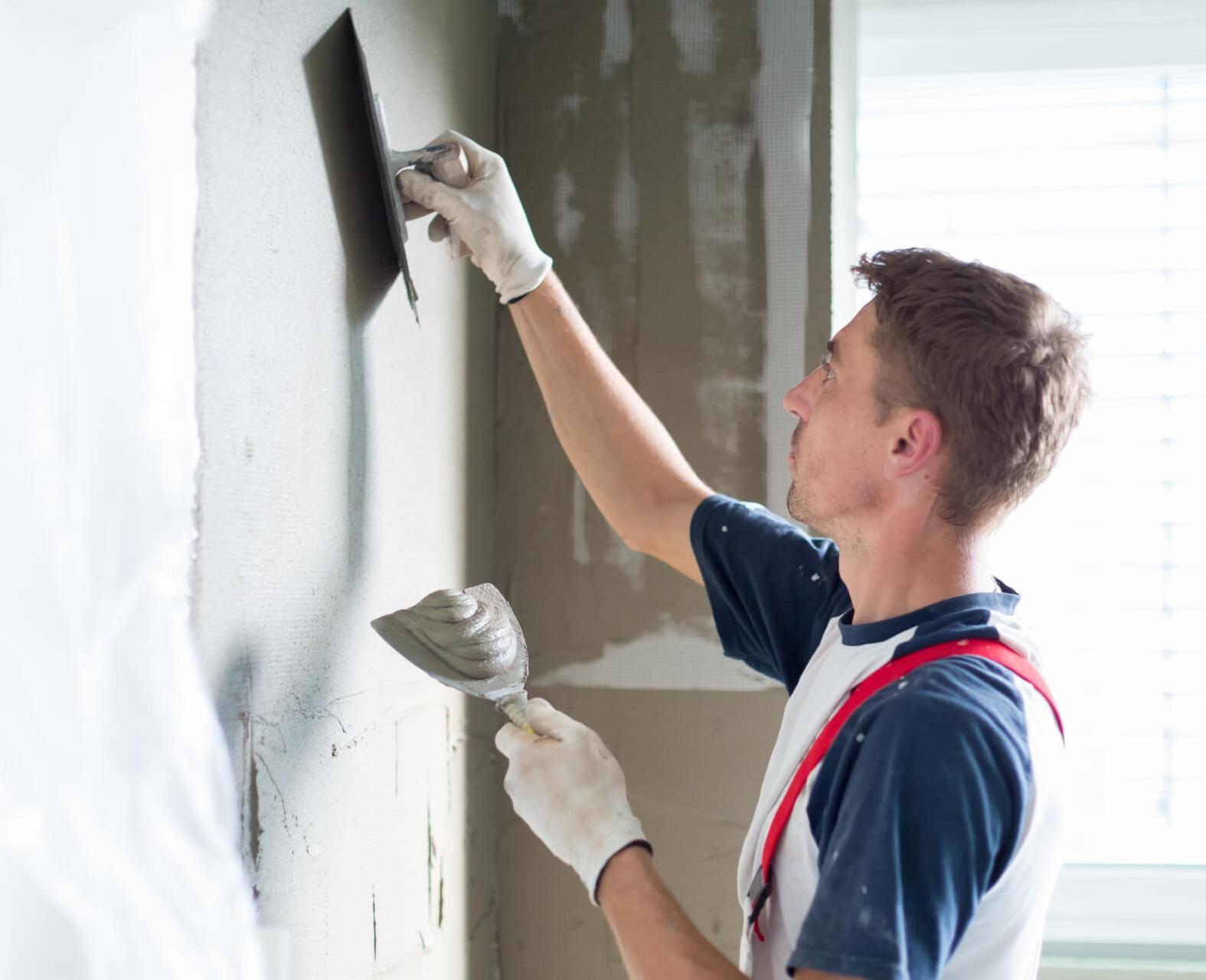 Выравнивание стен цементной штукатуркой