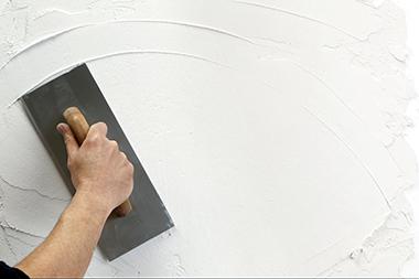 Выравнивание стен гипсовой штукатуркой