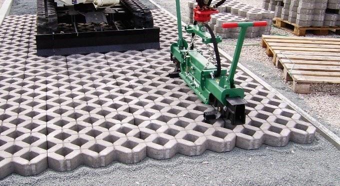 Парковка из газонной решетки
